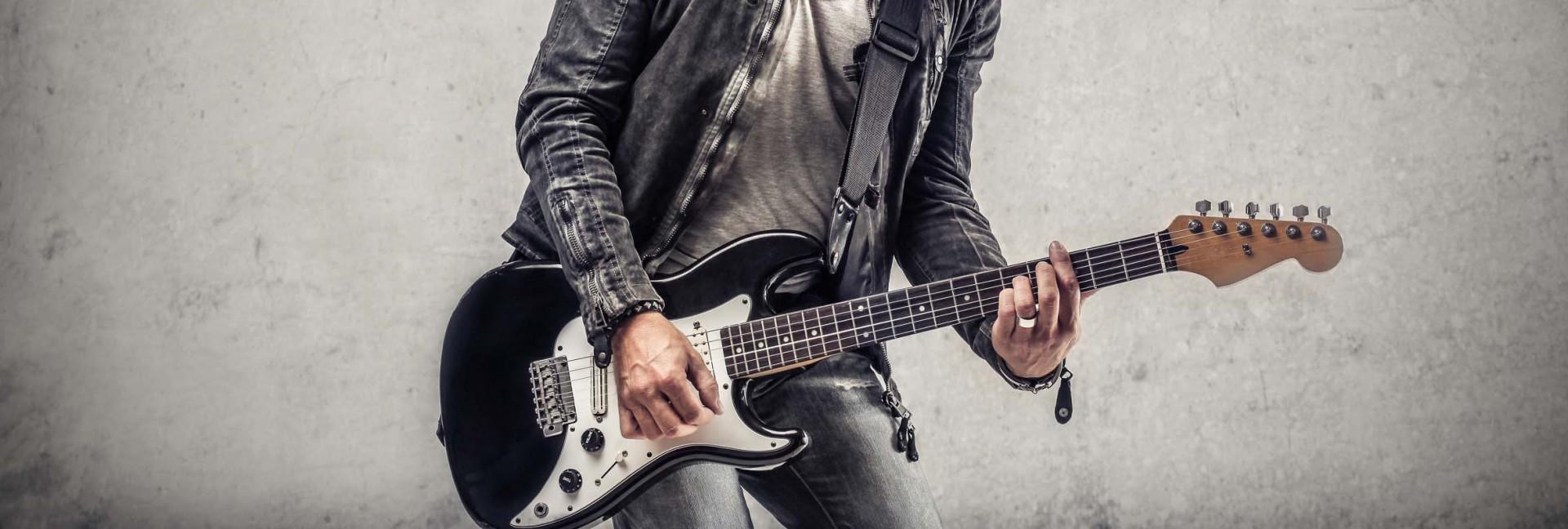 E-Gitarrist_Fotolia_58005759_L.jpg